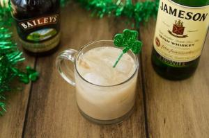 Homemade Baileys Irish Cream from Oh She Glows