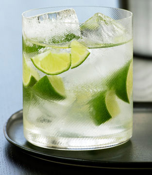 Vodka with soda water and lime
